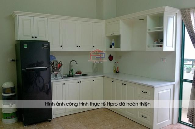 Ảnh thực tế tủ bếp gỗ MDF lõi xanh sơn trắng nhà chị Mai sau khi Hpro hoàn thiện lắp đặt