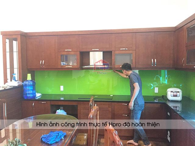Ảnh thực tế tủ bếp gỗ sồi mỹ kèm quầy bar nhà anh Đông - Mê Linh sau khi Hpro hoàn thiện lắp đặt