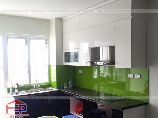 bao-gia-thi-cong-tu-bep-acrylic-4