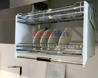 Kết hợp giá bát nâng hạ và tay nâng blum cho khoang tủ bếp
