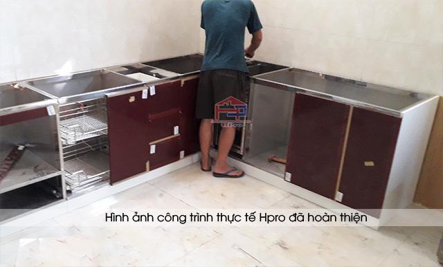 anh-thuc-te-tu-bep-inox-canh-go-acrylic-nha-chi-hang-3