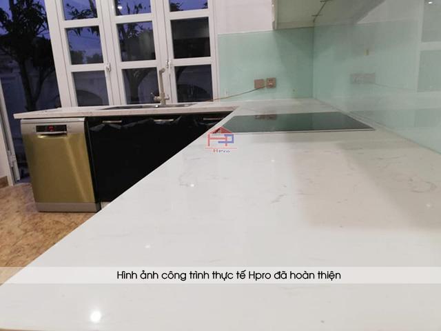 anh-thuc-te-tu-bep-acrylic-nha-anh-long-yen-bai-4