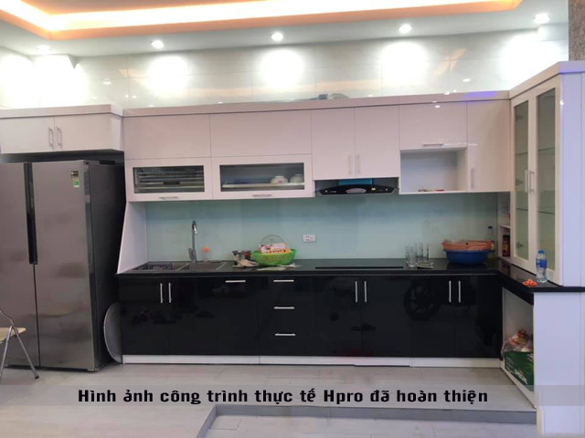 tu-bep-acrylic-nha-anh-phong-1
