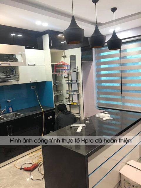 anh-thuc-te-tu-bep-acrylic-nha-chi-oanh-1