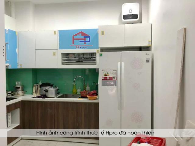 cong-trinh-tu-bep-acrylic-ket-hop-laminate-nha-anh-son-5