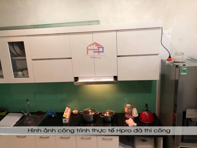 tu-bep-acrylic-nha-anh-tung-2