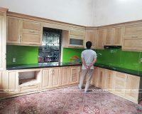 Công trình tủ bếp gỗ sồi nga phun trần nhà anh Hùng – Yên Bái