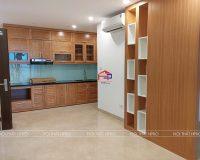 Công trình tủ bếp gỗ sồi nga và vách trang trí nhà Cô Hà – 110 Cầu Giấy